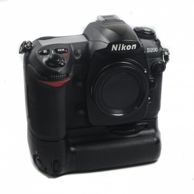Used Nikon D200 Body + MB-D200 Grip